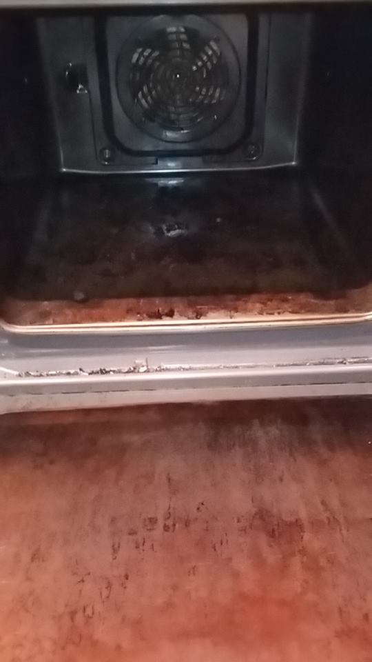 Oven inside - before cleaning services